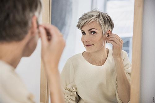 Sådan sætter du dit høreapparat i