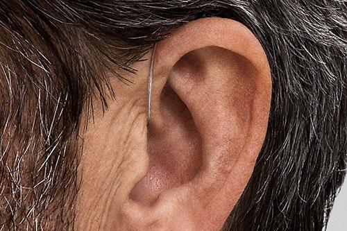 Diskret høreapparat til mænd